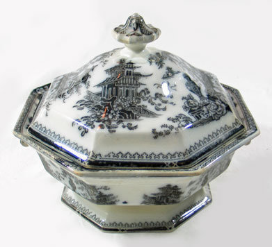 Flow Mulberry Covered Dish