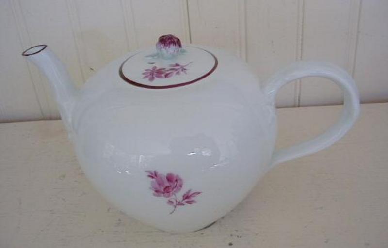 German Meissen Porcelain Tea Pot, c. 1774