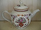 Chinese Export Porcelain Famille Rose Tea Pot, c. 1790