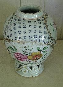 Chinese Export Baluster Form Tea Cannister, c. 1770