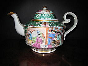 Chinese Export Porcelain Famille Rose Tea Pot, c. 1830