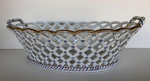 Old Paris, Queen�s factory, reticulated fruit basket circa 1780