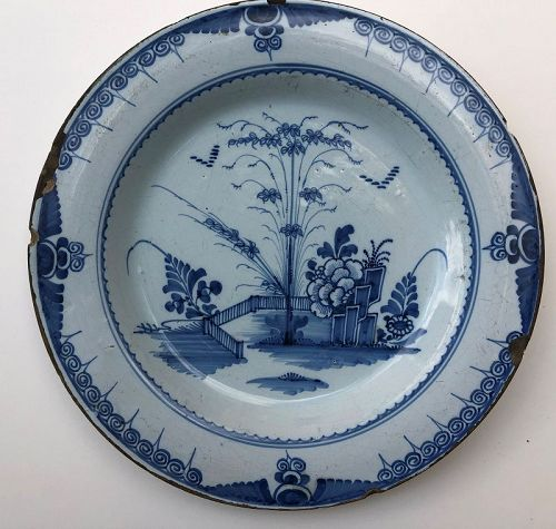 Lambeth London delft charger chinoiserie decoration 18th c.