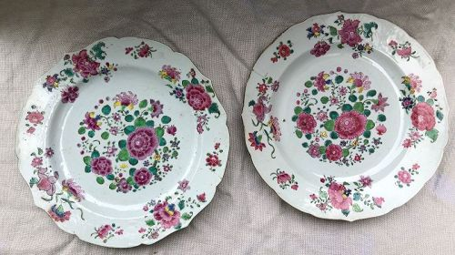 Two Chinese export round porcelain serving plates circa 1790