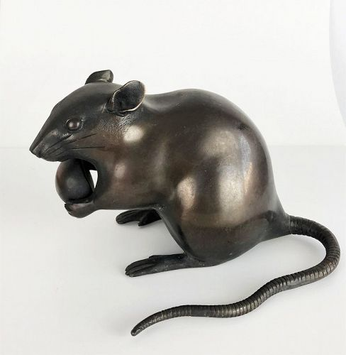 rat with nut