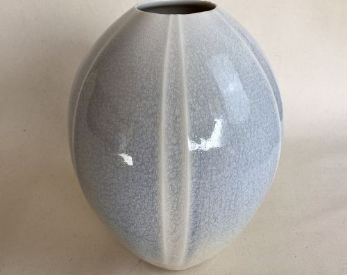 Porcelain flower vase by Shoh Araya