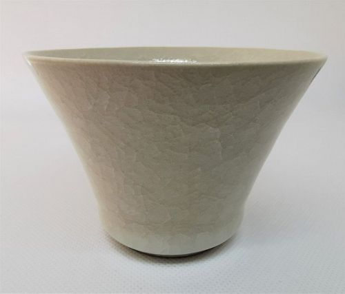 White porcelain cup by Takeshi Imaizumi