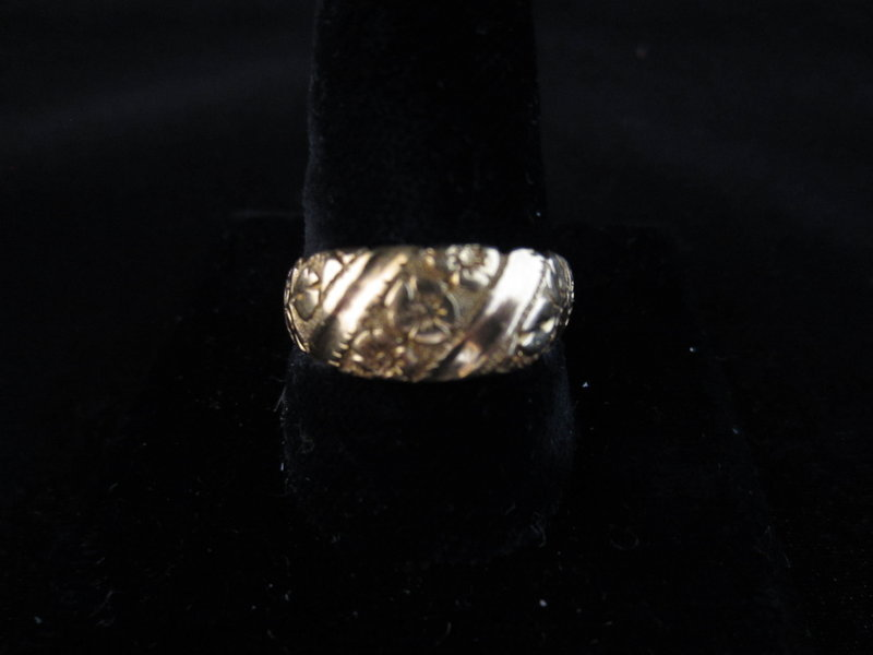 18k Yellow Gold Floral Engraved Band