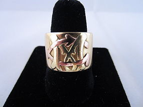 Monogrammed Wide Band in 18k Yellow Gold