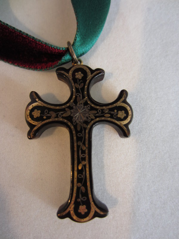 Victorian Pique Cross