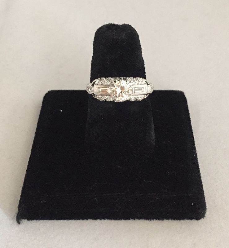 18k White Gold Retro Diamond Ring