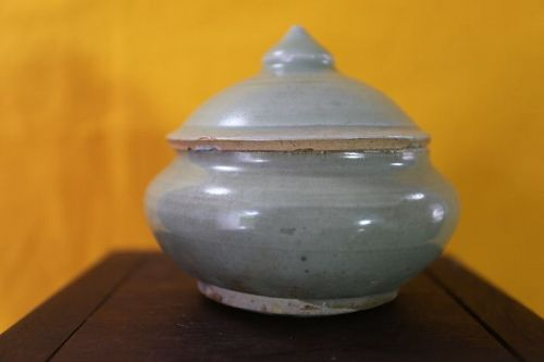 Chinese Song Dynasty LongQuan Celadon Lidded Container