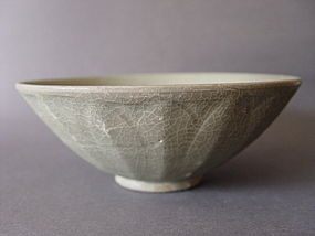 A Song Dynasty Longquan Celadon Lotus bowl