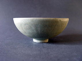 A Song Dyn. Longquan Celadon bowl with a nice shape