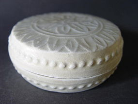 "A very nice molded "" White Song "" covered box"