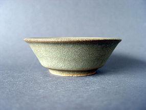 A Song Dyn. Longquan Guan glazed bowl
