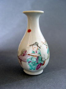 A late Qing Dynasty Guangxu Period Famille Rose  vase