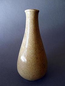A museal Longquan Guan-type 13th/14th cent. bottle vase