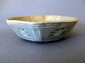 A Korean Koryo period inlaid Celadon octagonal bowl