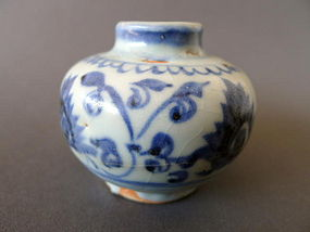 A most decorative Ming Yongle blue and white jarlet
