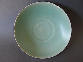 Example for a top bluegreen Song Longquan Celadon dish