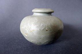 A moulded  Song - Yuan Longquan Celadon jarlet