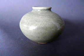 A very nice Song-Yuan Longquan Celadon jar