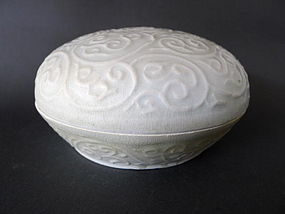 A large, perfect  Yuan moulded white glaz. covered box