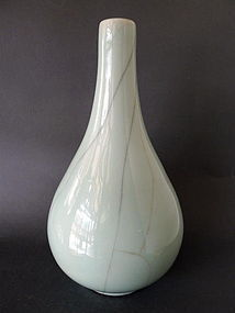 A large Qing Dyn. 18th century Guan type bottle vase
