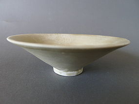 A Song Dyn. Ding - Ware bowl with incised decoration