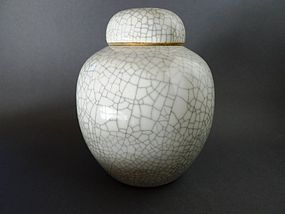A nice Yonghzeng Ge - type jar with cover