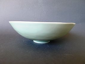 Extremely rare incised Kangxi Qingbai  bowl, Xuanhe reign title Mark