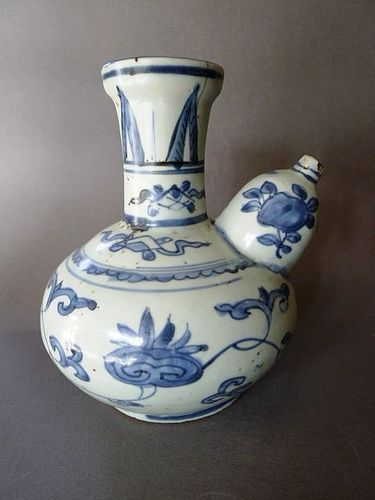 A Ming Dynasty Wanli period blue and white Kendi