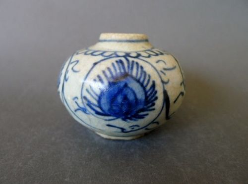 A Ming Dynasty, Wanli period blue and white jarlet
