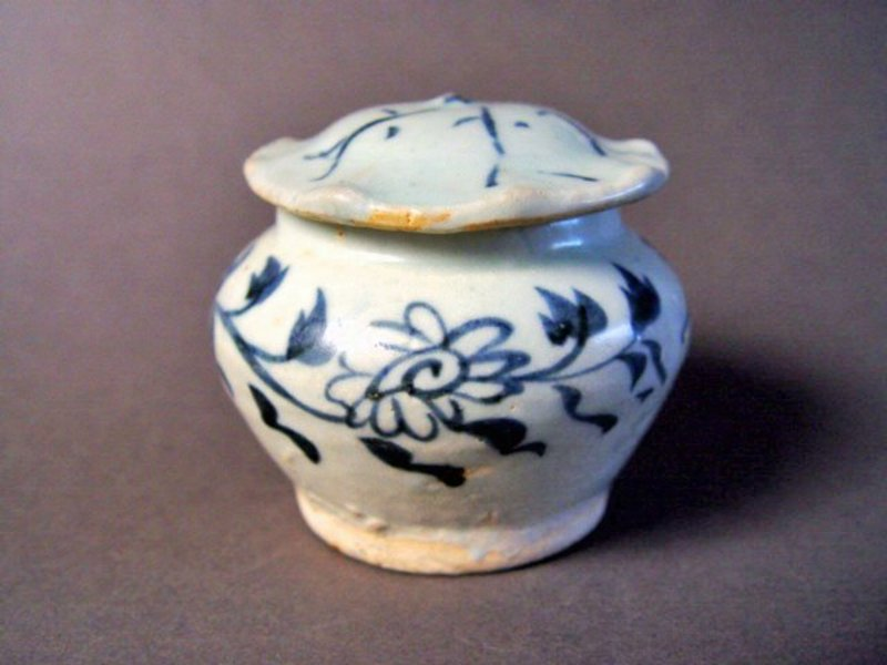 Extremely rare covered Yuan Dynasty blue and white Jar