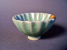 A rare Song Dyn. Longquan fluted cup