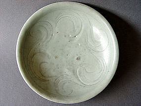 A  incised southern Song Longquan Celadon Dish