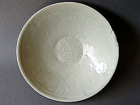 A white glazed incised Northern Song Dynasty Bowl