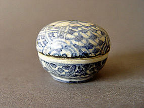 A very small perfect Ming blue and white covered box