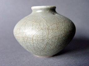 "Longquan ""Guan"" crackled Celadon Jar"