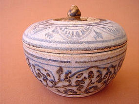 Sawankhalok ware covered box !