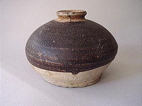 Sawankhalok ware brown glazed jar !