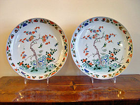 A  rare pair of Kangxi Kakiemon decorated large  Plates