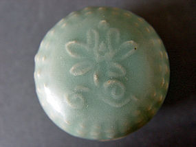 Superb colour l Song Longquan Celadon  covered  Box