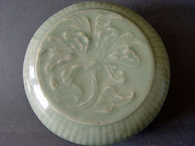 A large,  beautiful   Song Dynasty Longquan covered Box