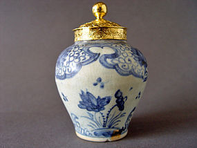 A beautiful and rare Ming Chenghua Jar with golden Lid