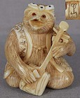 19c netsuke BADGER with shamisen by MEIZAN
