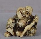 Early 19c staghorn netsuke GAMA SENNIN with toad