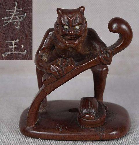19c netsuke ONI making Buddhist scepter by JUGYOKU