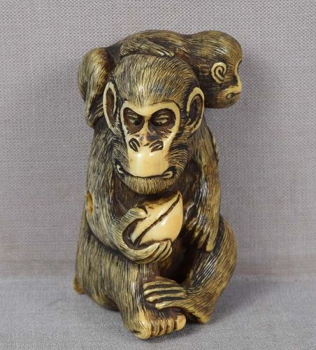 Early 19c netsuke MONKEY with young & peach ex Royal collection